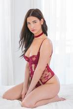 Olivia Nova 00
