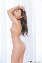 Olivia Nova 02
