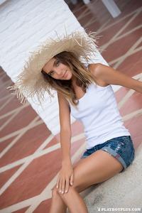 Katya Clover In Poolside Pleasure 15