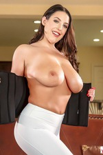 Angela White Flashes Her Huge Boobes-06