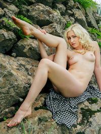 Janelle On The Rocks 08