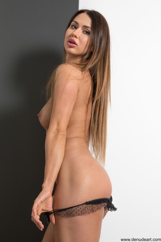 Jaye Rose Gets Naked
