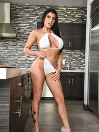 Sexy And Busty Romi Rain 00