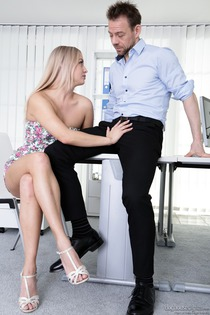 Cayla Lyons Gets Fucked In Office 02